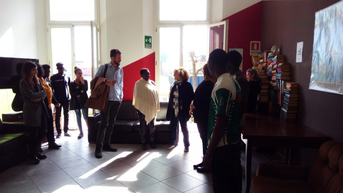 Cécile Kyenge visita il Centro di accoglienza straordinario della Cento Fiori a Rimini