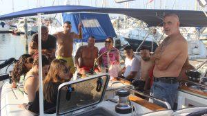 In barca, l'incontro tra equipaggio e ospiti