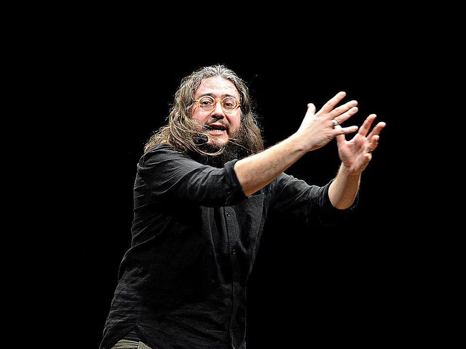 L'attore di Cesena Roberto Mercadini in scena - foto Andrea Pagliacci