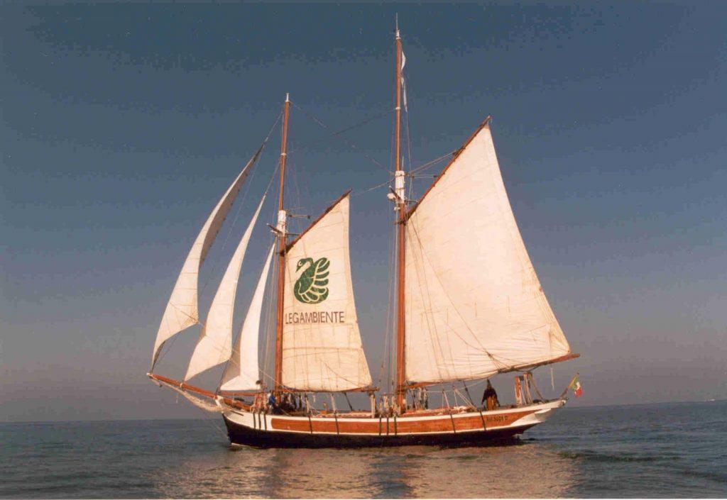 La goletta Catholica, prima barca del progetto Ulisse della Cooperativa Sociale Cento Fiori